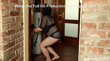 BBW Calls a Handyman to Fix her Pipes 10 min