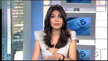 Marta Fernandez, Vestido Gris Con Escotazo 2分钟