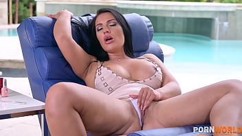 Rebecca Volpetti Penetrating Honey Demon Juicy Pussy with a Dildo than Thick Shaft Gets In