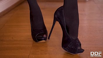Super Hot Milf Amber Jayne Footjobs In Stockings And Fucks In Bare Feet