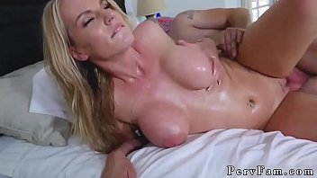Screaming fuck me daddy and horny mom her patron' crony's daughter 8分钟
