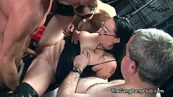 Regular guys group fucking the sex club sluts 7分钟