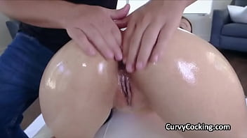 Shake that beautiful oily phat ass on my hard dick