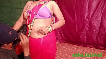 देसी इंडियन लड़की वेलेंटाइन के मौके पर कॉलेज की गर्ल फ्रेंड को साड़ी में गाड़ की चुदा ई 15