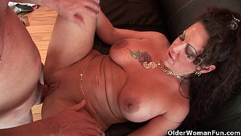 Older women fucking girls - Mom gets fucked by thick cock