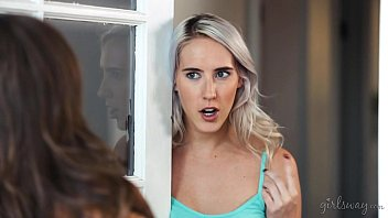 Squirting right to my mom's mature friend! - Abigail Mac, Cadence Lux 6分钟