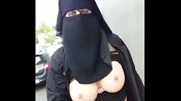 muslim naked under her niqab outside