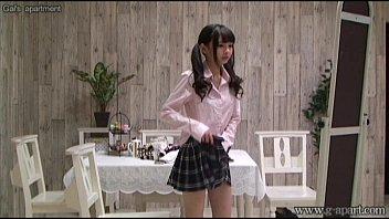 XVIDEO 跡美しゅり 女子校生姿に着替えるギャルを隠し撮り(跡美しゅり)