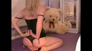 Rubia Sensual haciendo Strip Tease