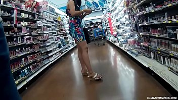 Candid - Tight Dress Latina doing her Groceries 62秒
