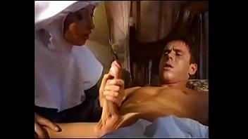 Monja cura a paciente terminal