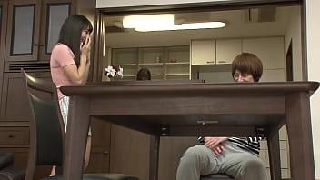 Https://bit.ly/3Cw6Nh2 じゃれて突然膝の上に座ってきた女のお尻が股間にピタ!!お尻を動かす度に膨らむ僕のチンコに気付いた彼女は…第2弾 パート1