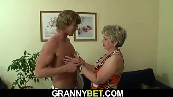 Old granny gets doggy-fucked by a totally stranger Vorschaubild