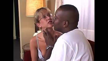Blonde housewife Lizzy Law likes to play with vibrating toy while chocolate gentleman is dropping anchor in bum bay