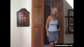 Mature woman just wants it deep and rough fucking