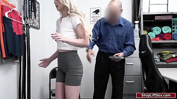 Small tits blonde thief is stripsearched 6分钟