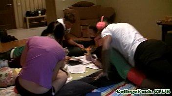 College teens fucking on a study break 7分钟