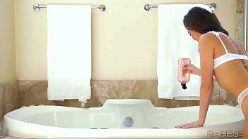 Babes - BUBBLY (Riley Reid) 8 min