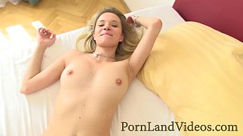 young skinny blonde loves doggy fuck and sucking cock 35分钟