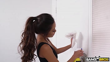 Bangbros - Asian Maid Vina Sky Accepts Cash From Tony Rubino In Exchange For Vip Services