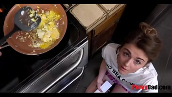 Hungry Daughter Eats Daddy's Balls for BREAKFAST 8分钟