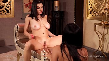 Darcie Dolce and Vicki Chase lesbian sex