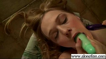Hot Girl On Cam Use Sex Toys Till Climax clip-27 5分钟