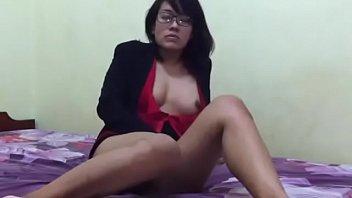 Karyawati Kacamata Sange Berat