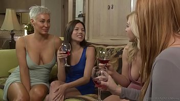 Girlfriend has hreat boobs - Lesbian step sisters have feelings - girlfriends films