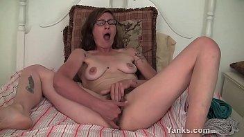 Sexy Yanks Sylvie Lavine Cums