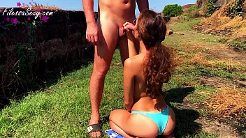 Sexy Babe Outdoor Sucking Dick and Dogging Fuck at the Resort