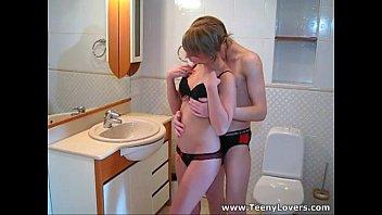 Loud sex in a bathroom Lola 6 min