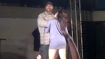 MC Catra sem calcinha baile funk porno izle
