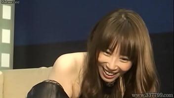 Japanese Femdom Aya Kisaki handjob slave 62秒