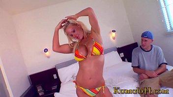 Kumalott - HUGE fake titted Girl Bang For Ca$$h Vorschaubild