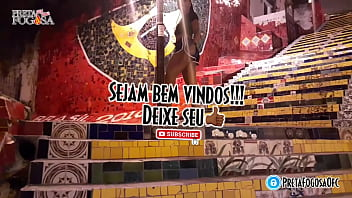 Brasileira safada rebolando ao som de funk do Rio de Janeiro