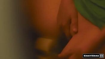 隐藏的相机-监视我的室友在厕所里手淫