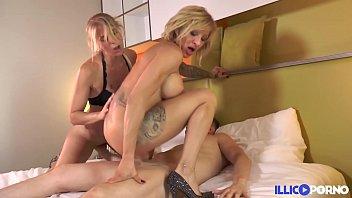 Blonde on blonde elles se font un trip lesbien avant de se faire démonter le cul Full Video