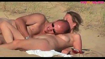 Horny amateur couple having sex on the beach - FapMyGF.com Vorschaubild