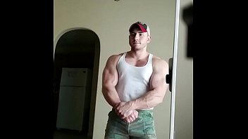 Huge Muscle Stud!