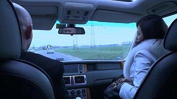 Anna Polina, enculée par un automobiliste pervers.