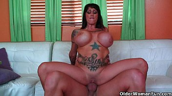 Already Voo A Mature Woman With Silicones Who Rides His Cock Desperately