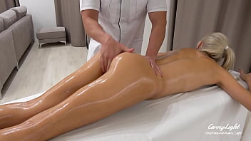 Unexpected Sex with In-Home Massage Therapis / Unprotected Creampie CarryLight
