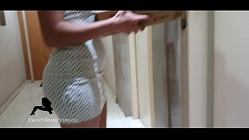 Streaming Video SHE RECEIVE THE PIZZA GUY IN A SHORT DRESS - WENT DOWN TO THE ENTRANCE ROOM BECAUSE OF CORONA VIRUS - XLXX.video