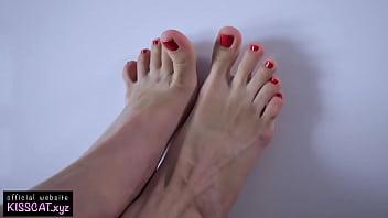 Close Up Footjob / Cum on Feet / Eating Sperm