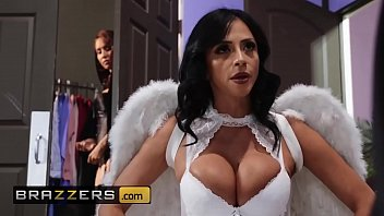 Hot And Mean - (Ariella Ferrera, Isis Love) - MILF Witches Part 1 - Brazzers porno izle