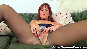 Streaming Video UK milf Beau's wet fanny begs for a dildo fuck - XLXX.video