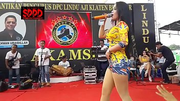 Indonesian Erotic Dance - Pretty Sintya Riske Wild Dance on stage 6分钟