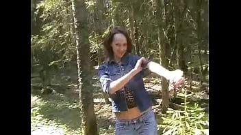Sexy brunette Tanya enjoys deep cunny bang