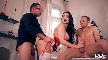 Adult christmas pjs Curvy delicious - double penetrated on xmas with miss santa aletta ocean
